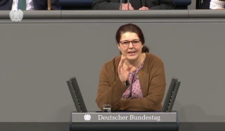 Ute Vogt am Rednerpult des Deutschen Bundestages bei der Rede zur Neuordnung der kerntechnischen Entsorgung