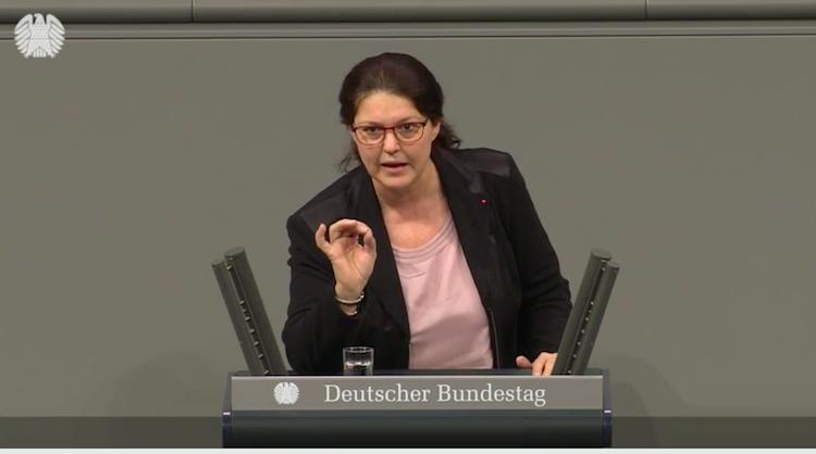 Ute Vogt am Rednerpult im Deutschen Bundestag bei der Geschäftsordnungsdebatte Genmais